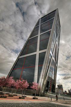 Torre Kio, Madrid.. TANTOS RECUERDOS!!!                                                                                                                                                     Más