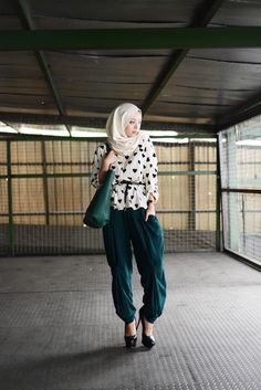 Liani style inspiration  Vivy Yusof    PANTS ARE DIFFERENT IN THAT THEY ARE LOOSE AND THEREFOR HALAL(OR ACCEPTABLE).