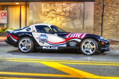 Image: Dodge Viper (© Jacobo Munguia/Flickr Vision/Getty Images) police car in  Ill