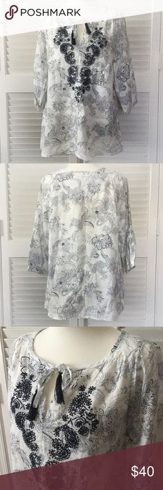NWT MALVIN I ❤ LINEN embroidered tunic So pretty MALVIN I ❤ Linen tunic with beautiful detailed embroidery.  Accents are very dark navy blue Malvin Tops Tunics