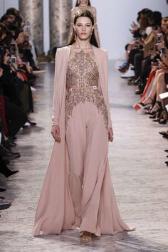 Elie Saab – 116 photos - the complete collection Fashion Mode, Hijab Fashion, Runway Fashion, Fashion Show, Fashion Dresses, Fashion Design, Elie Saab Couture, Hijab Evening Dress, Evening Dresses