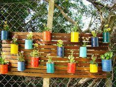 boites de conserves peintes en pots à fleurs