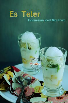 Es Teler - A coconutty and sweet Indonesian fruit dessert. Indonesian Desserts, Indonesian Cuisine, Asian Desserts, Chinese Desserts, Cold Desserts, Delicious Desserts, Dessert Recipes, Fruit Dessert, Malay Food