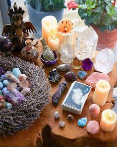 Diligent condensed meditation room design see this site Crystal Room, Crystal Altar, Crystal Magic, Crystal Healing Stones, Crystals And Gemstones, Stones And Crystals, Witch Room, Crystal Aesthetic, Spiritual Decor