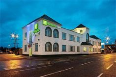 Hotel Holiday Inn Express London Chingford - London ... Nearby Walthamstow Central underground station offers a 30-minute journey to central London. Holiday Inn Express London...