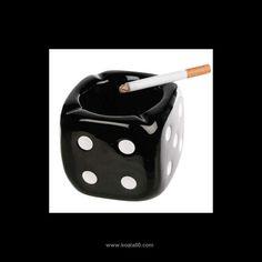 Cenicero de Cerámica Dado - 1,25 €   Deposita tus colillas en un cenicero original como el cenicero de cerámica Dado, que le dará un toque divertido al mobiliario de tu casa. Disponible en blanco o negro, según el stock disponible....  http://www.koala50.com/mecheros-pitilleras-ceniceros/cenicero-de-ceramica-dado