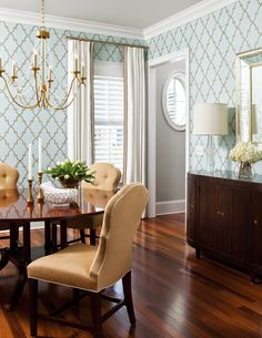 Color scheme: Dining Room Wallpaper and Chandelier. Liz Carroll Via House of Turquoise. Gold Dining Room, Interior, Stylish Room, Dining Room Design, Gold Dining, Home Decor, Dining Room Wallpaper, Eclectic Dining Room, Interior Design