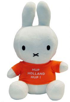 Nijntje met shirtje 'Hup Holland Hup'