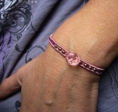 **Romantisches, geknüpftes Armband mit antikem, böhmischen Glasknopf und…