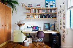 29-decoracao-home-office-escritorio-prateleiras-pinus-plantas