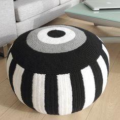 My pouf is finished! Pouffe Pattern, Crochet Pouf Pattern, Knitted Pouf, Crochet Motifs, Crochet Yarn, Crochet Patterns, Crochet Cushion Cover, Crochet Cushions, Crochet Pillow