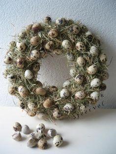 voorjaarskrans - Stro eitjes Easter Art, Easter Crafts, Easter Wreaths, Christmas Wreaths, Easter Parade, Moss Decor, Wreath Crafts, Flower Decorations, Spring