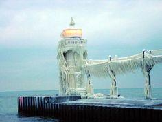 Google Image Result for http://lighthouse.boatnerd.com/gallery/michigan/St-Joseph-ErikMay.jpg