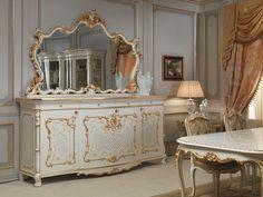 Arredamento sala classica Venezia: credenza intagliata