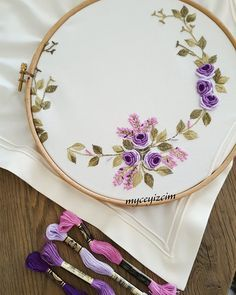 Old cross stitch and … - Stickerei Ideen Hand Embroidery Videos, Embroidery Flowers Pattern, Embroidery Works, Learn Embroidery, Silk Ribbon Embroidery, Hand Embroidery Designs, Embroidery Kits, Embroidery Stitches, Brazilian Embroidery
