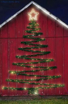 Welcome the festive season of Christmas with beautiful Christmas Outdoor Decor Ideas. From gleaming Christmas lights to outdoor Christmas trees & more. Noel Christmas, Winter Christmas, All Things Christmas, Christmas Crafts, Simple Christmas, Christmas Yard, Christmas Outdoor Lights, Holiday Lights, Wall Christmas Tree