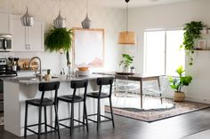 Such a gorgeous mid-century modern, slightly bohemian, fresh and eclectic dining room makeover from Vintage Revivals!