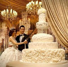 Top 13 Most Beautiful Huge Wedding Cakes - Cake Ideas - Hochzeit Huge Wedding Cakes, Amazing Wedding Cakes, Elegant Wedding Cakes, Wedding Cake Designs, Wedding Cake Toppers, Unique Weddings, Extravagant Wedding Cakes, Dessert Wedding, Wedding Cake Cutting