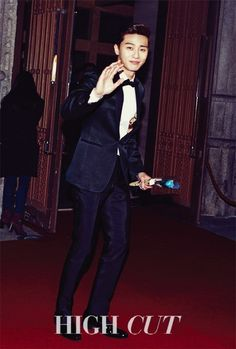 Park Seo Joon is as handsome as ever in 'High Cut,' rocking his suit and tie | allkpop.com