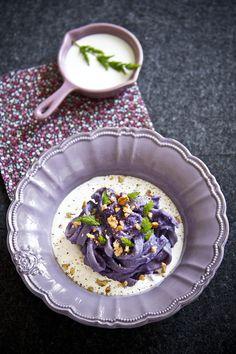 Fettuccine alla crema di cavolo viola e stracciatella