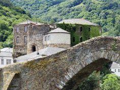 Por la sierra de los Ancares   Navia de Suarna. Galicia, Spain