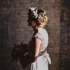 some beautiful inspiration for your Tuesday afternoon- this gorgeous styled shoot by @rachelmariecook & @breekruse featuring MPLS's @annacampbelldesign dress!