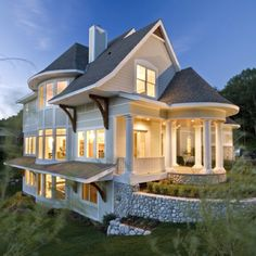 absolutely gorgeous! love craftsman style homes