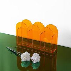 Minimalist Living, Minimalist Decor, Modern Clock, Sign Design, 3d Design, Funky Furniture, Acrylic Material, Decoration, Flower Vases