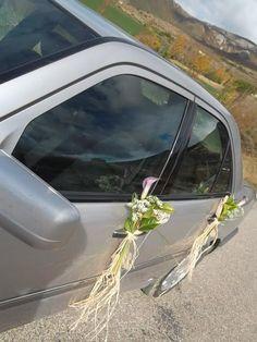 Boda - Lazos de calas moradas decoraban el coche - Decoración coche - calas moradas - www.quedeflores.com