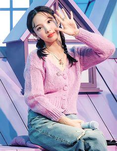 South Korean Girls, Korean Girl Groups, Twice Video, Twice Album, Nayeon Twice, Im Nayeon, Hirai Momo, Dahyun, Cute Disney