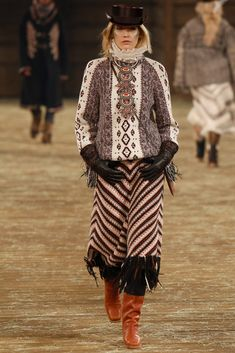 Chanel Pre-Fall 2014 Fashion Show - Heidi Mount