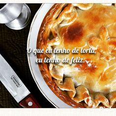 """Como diria Mallu Magalhães: """"O que eu tenho de torta,  eu tenho de feliz."""" Experimente você também nossas tortas. 🌱🐔🐄🍫🍰 @donamanteiga #donamanteiga #danusapenna #amanteigadas #gastronomia #food #dessert #pie www.donamanteiga.com.br"""