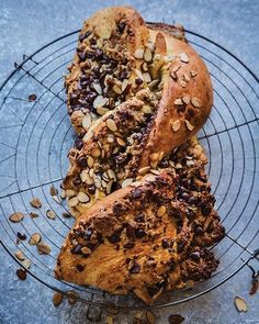 Marzipan and Chocolate Babka Delicious Cake Recipes, Yummy Cakes, Sweet Recipes, Dessert Recipes, Chocolate Babka, Chocolate Recipes, Hot Chocolate, Babka Recipe, Muffins