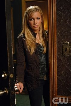 Ruby is a fictional character on The CW Television Network's Supernatural portrayed by Katie Cassidy and Genevieve Cortese. Created by the writers in order to expand on the characterization of demons within the series. Ruby Supernatural, Supernatural Seasons, Dinah Laurel Lance, Most Beautiful People, Beautiful Women, Sin City, Black Canary, Show Photos, Hollywood Actresses