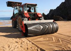 The strangest, most unique tractors in the world. We bet you& never seen these bizarre tractor before. See all 31 of these cool tractors. Land Art, Art Plage, Performance Artistique, Sand Drawing, Beach Drawing, Street Art, Drawing Machine, Beach Design, Environmental Art