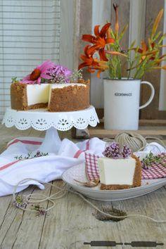 Cheesecake, No Bake, Chilled, gefrorener Cheesecake, Käsekuchen, Käsekuchen aus dem Gefrierfach, Raw Cheesecake, Rhabarber, Erdbeeren, Käsekuchen mit Rhabarber und Erdbeeren, Rhubarb, Strawberry, Rhubarb Cheesecake, Strawberry Cheesecake, Rhabarber Kompott, einfache Kompott, einfacher Käsekuchen, 10 Minuten Käsekuchen, Kompott einfach und lecker, Blaubeeren, Himbeeren. Blueberry Cheesecake, Raspberry Cheesecake, Frozen Cheesecake, Frozen Ice Cream, Ice Cream, No Bake Cheesecake with…