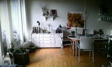 Stueindretning med spirituelt maleri