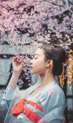 Asian Geisha, Traditional Fashion, Traditional Dresses, Traditional Chinese, Chinese Culture, Japanese Culture, Hanfu, Oriental Fashion, Asian Fashion