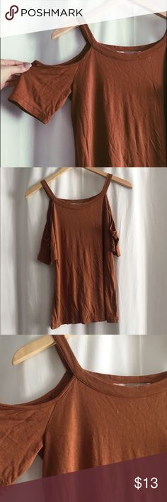 Cold shoulder top Forever 21 cold shoulder tee. Only worn once, perfect condition. Forever 21 Tops Tees - Short Sleeve