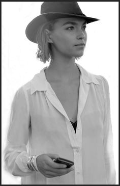 Arizona Muse's simple and beautiful approach to her style is evolving so nicely. I love the simple white shirt with the black bra peaking out just appropriately enough, not to mention the hat.