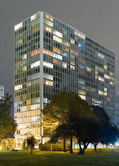 michaelzuhorski:  Lafayette Park, Detroit Ludwig Mies Van Der Rohe, Amazing Architecture, Art And Architecture, Bauhaus, International Style Architecture, Detroit Art, Lafayette Park, Interesting Buildings, Park Homes
