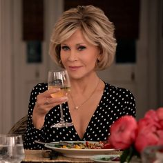grace and frankie season 6 - jane fonda Jane Fonda Hairstyles, Medium Bob Hairstyles, Hairstyles Over 50, Party Hairstyles, Wedding Hairstyles, Short Hair With Layers, Layered Hair, Short Hair Cuts, Long Layered