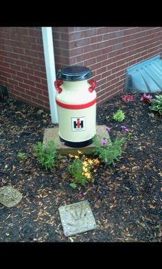 International harvester Milk can International Tractors, International Harvester, Outdoor Projects, Outdoor Decor, Outdoor Spaces, Painted Milk Cans, Old Milk Cans, Red Tractor, Farm Crafts