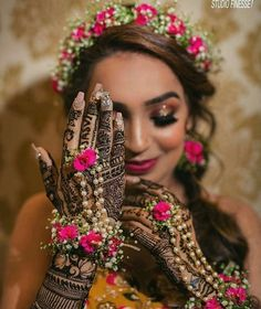 Bridal poses, not sure? Let us show you how to pose for your bridal photoshoot. Bridal Mehndi Dresses, Indian Bridal Outfits, Mehendi Outfits, Bridal Henna, Wedding Henna, Purple Wedding, Indian Dresses, Gold Wedding, Dream Wedding