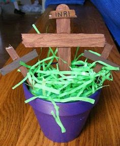 Several Holy Week crafts posted