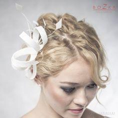 Ślub - dodatki-Fascynator ślubny z piórkami- mocowanie grzebyk