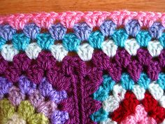 How to work a nice border that lies flat for a granny square afghan, good tutorial by Jacquie of bunnymummy.  At the junction of 2 squares: 1DC on the right; then 2DCtog with one leg on the right & 2nd leg on the left of the junction; 1DC on the left.  . . .   ღTrish W ~ http://www.pinterest.com/trishw/  . . . #crochet #border #edging