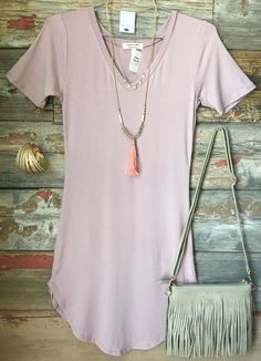 The Fun in the Sun V-Neck Tunic Dress in Dusty Rose is comfy, fitted, and oh so fabulous! A great basic that can be dressed up or down! Sizing: Small: Medium: Large: True to Size with a S Más Summer Dresses 2017, Summer Outfits, Casual Outfits, Cute Outfits, Fashion Outfits, Fashion Clothes, Teen Girl Fashion, Womens Fashion, Dusty Rose Dress