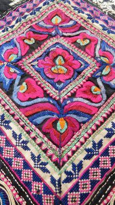 desert-dreamer:  Hmong hillside tribe embroidery, Thailand