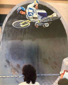 Eddie Fiola soaring at the old pipeline Skatepark Bmx Freestyle, Bmx Bikes, Skate Park, Old School, Riding Helmets, My Photos, The Past, Old Things, 80s Style